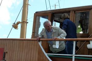 Huub Stapel aan boord van de Furie. Foto: Jan Steehouwer